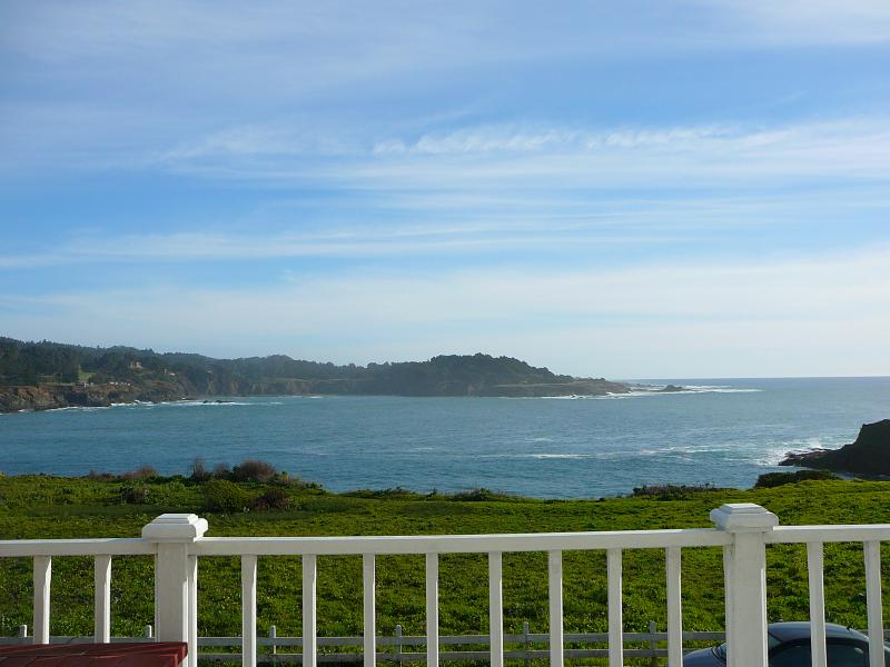 MENDOCINO VILLAGE, MONTHLY or LONG TERM RENTAL, LUXURY OCEANFRONT PENTHOUSE!!!!, vacation rental in Mendocino County