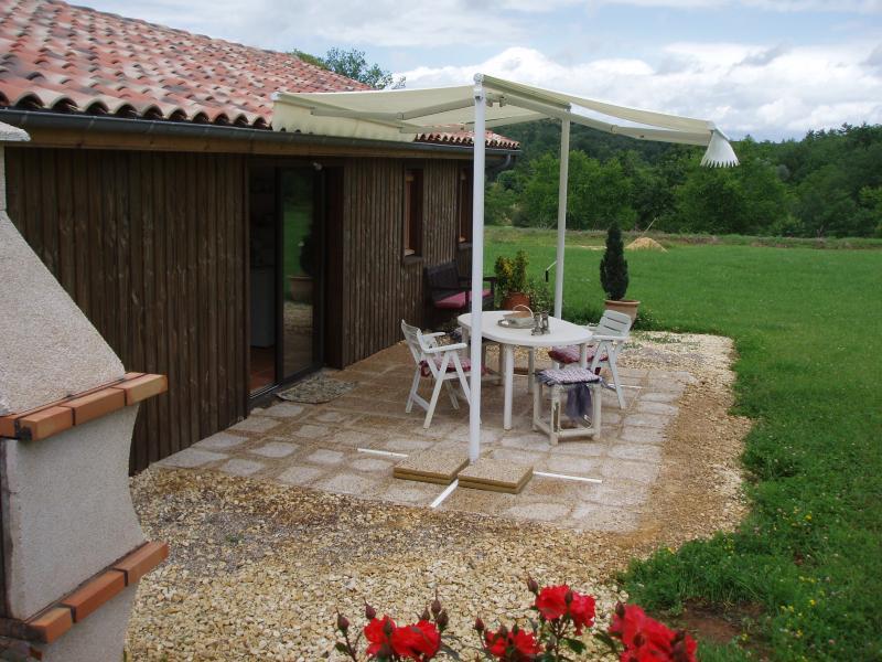 petite maison dans la prairie, casa vacanza a Sainte-Alvere