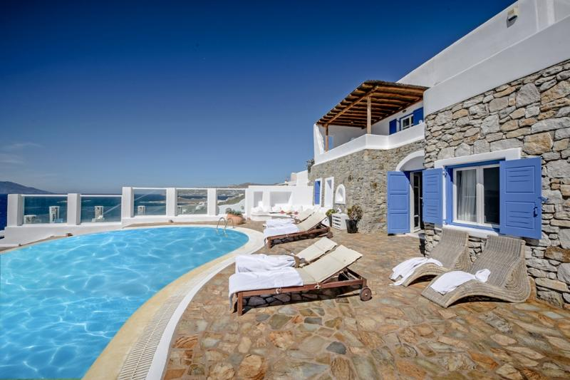 Mykonos Art Villa. 5 Bedroom Private Pool Villa, holiday rental in Ornos