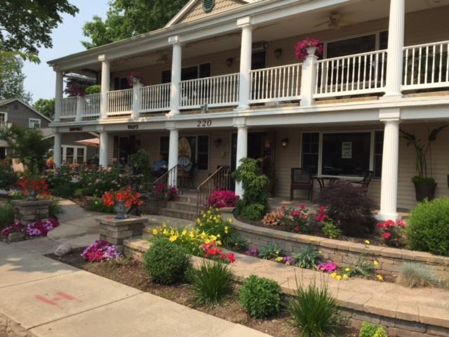Ole Bistro Inn - Vacation Rental - Lake Geneva WI, holiday rental in Genoa City