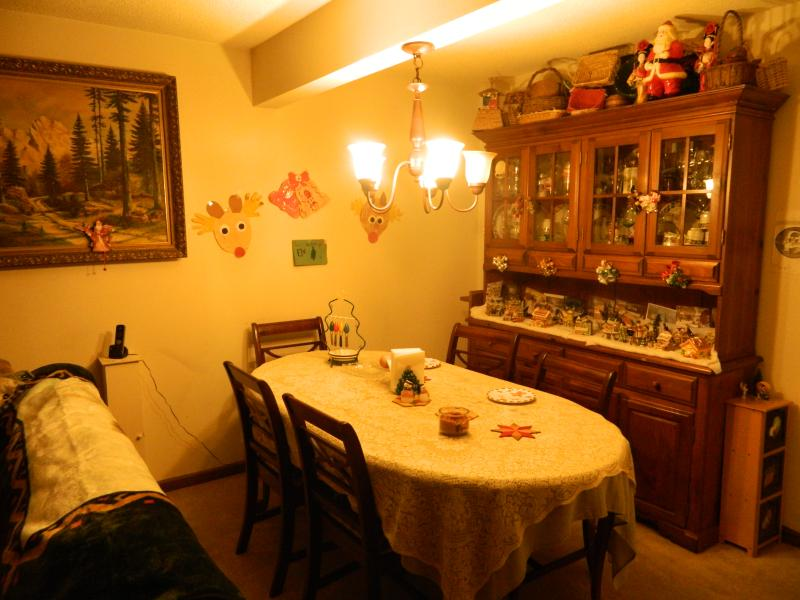 Cozy  diningroom.