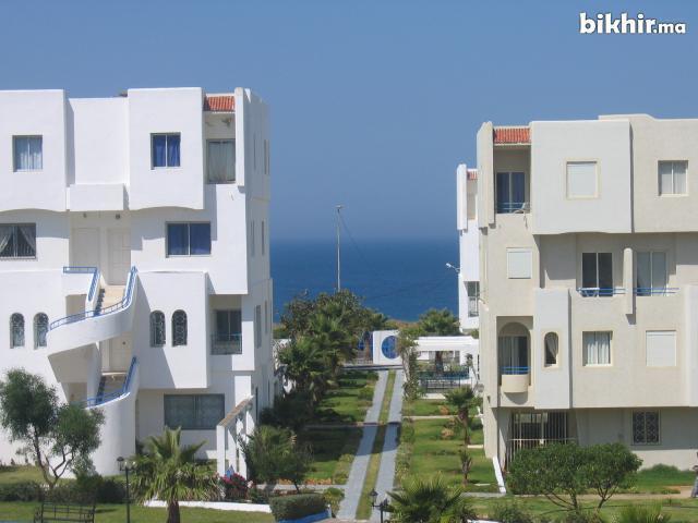 Appartement avec piscine et au bord de la plage, holiday rental in Tangier