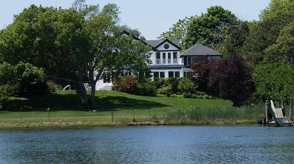 Stately Waterfront 7 Bedroom Home in Westhampton Beach!, holiday rental in Westhampton