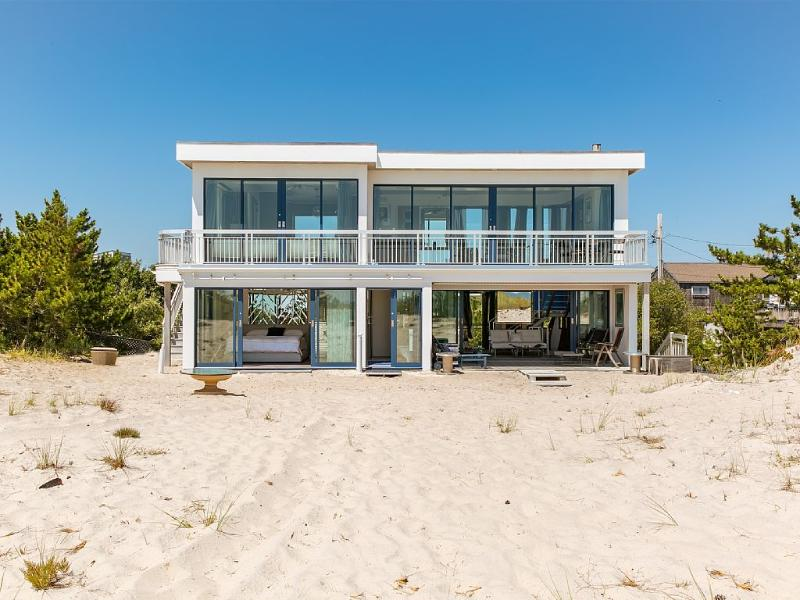 Breathtaking 2 Bedroom Westhampton Beach House, holiday rental in Westhampton