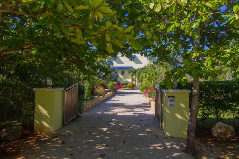 Gated driveway to Casa Ola Perfecta