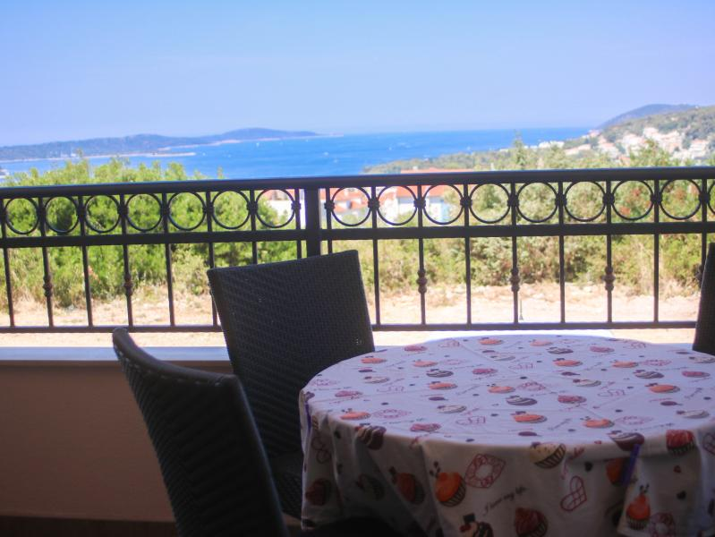 Sea view apartment, holiday rental in Brusje