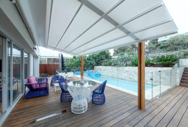 Under cover rear deck to pool