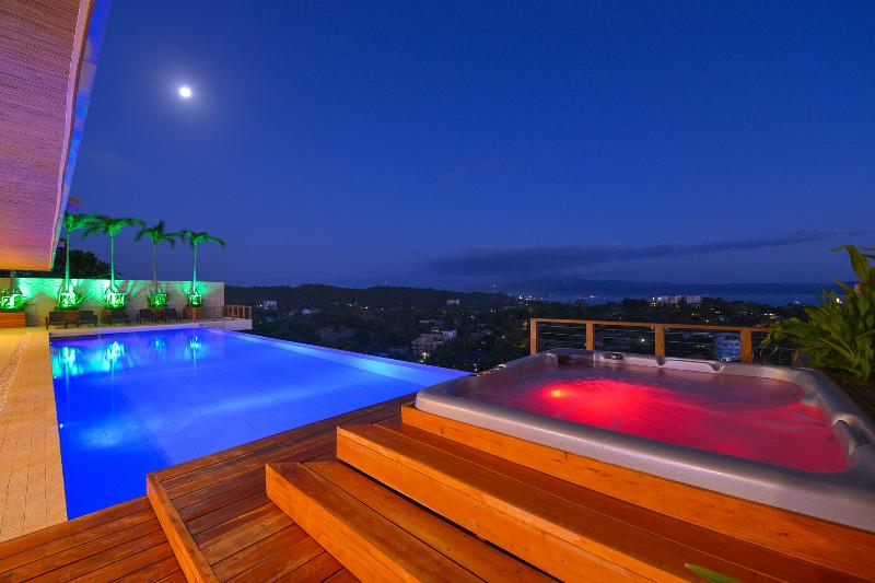 private 20m pool and hot tub