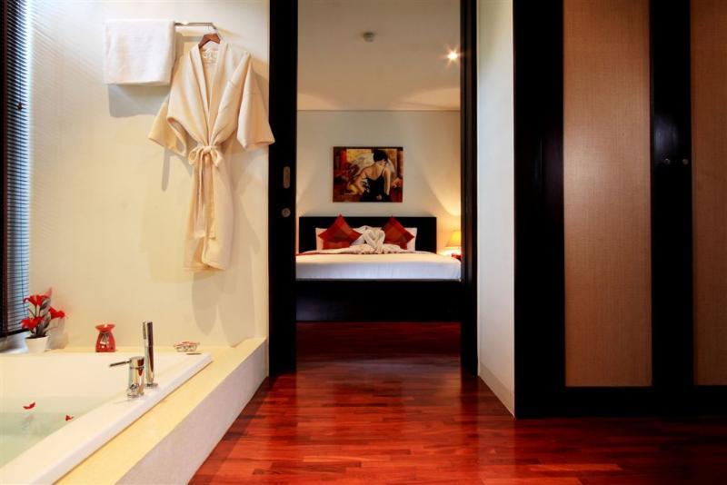 Luxury holiday 2 bedroom- apartment; Kata gardens, few mins walk to Kata beaches
