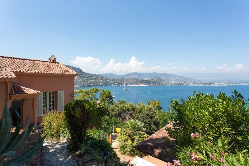 Villa 10 minutes walk from the beach, casa vacanza a Théoule sur Mer