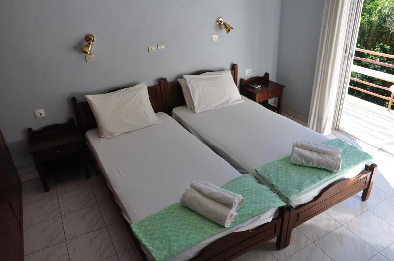 Nice and Cozy modern rooms to rent-Room#5, vacation rental in Ikaria