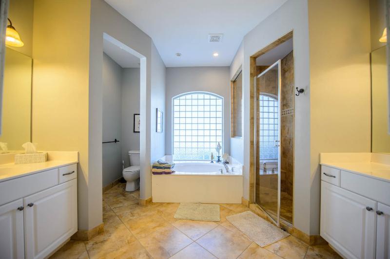 baño principal dormitorio