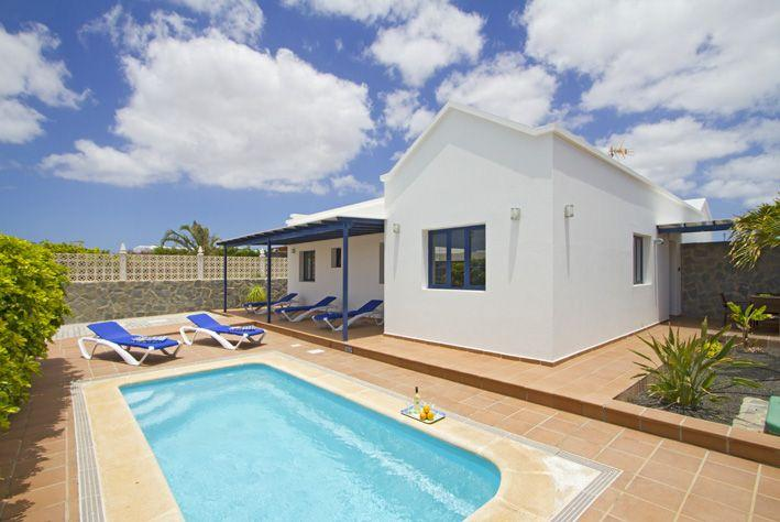 Casa Palmera - south facing terrace and pool