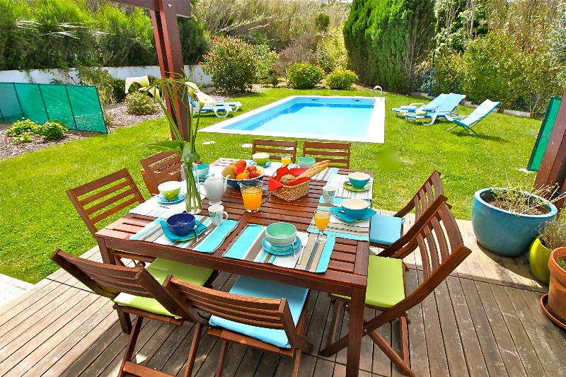How about a delicious breakfast overlooking the garden and swimming pool ?
