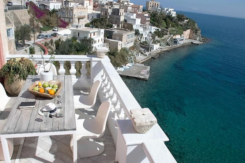 Villa Thalassographia Syros, location de vacances à Ano Siros