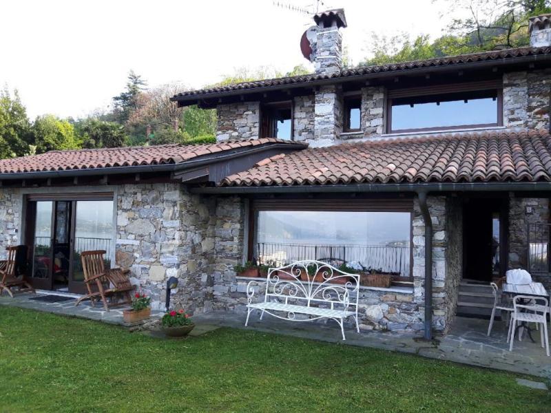 Villa Gia with a beautiful view, alquiler de vacaciones en Stresa