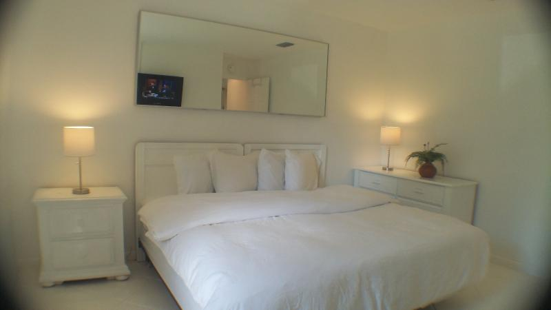 All bedrooms can be set up with 1 King or 2 Twin Beds