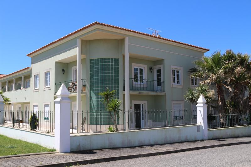 Green&Sea - Beach House with Pool, vacation rental in Seixal
