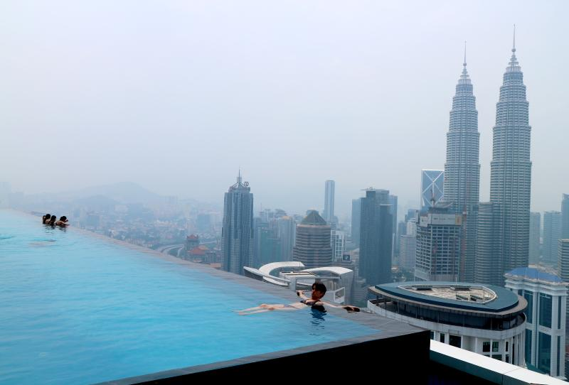 Skypool with infinity KL view !