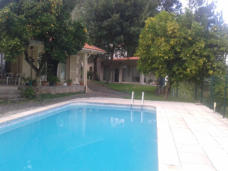 Villa with Swimming Pool, casa vacanza a Caldelas