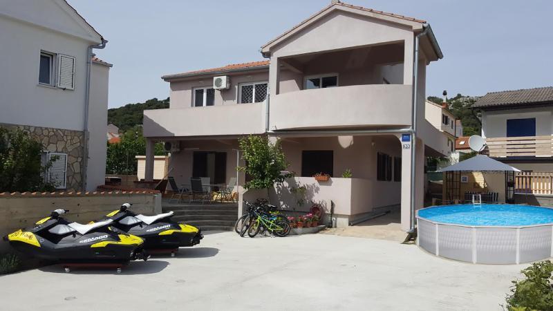 Charming apartment, aluguéis de temporada em Jezera
