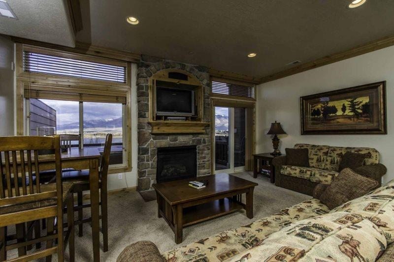 Living area with tv/ gas fireplace