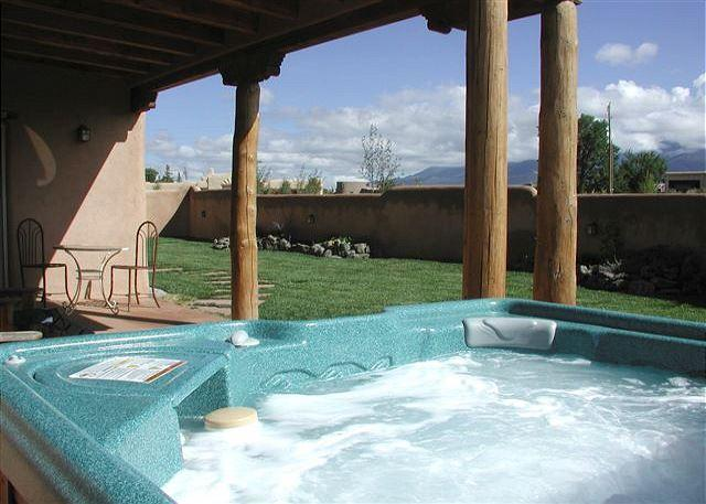 Private hot tub, portal & mountain views