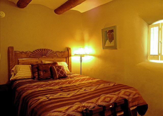 Queen bedroom with viga ceilings