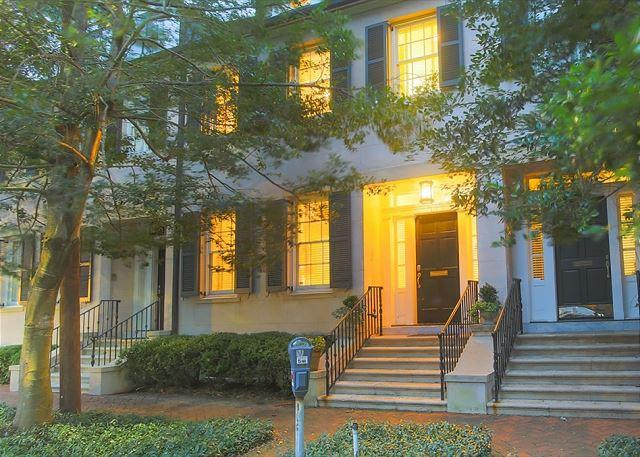 Flexible Refund Policies: Luxury 3-Story Home on Historic Tattnall Street, alquiler de vacaciones en Savannah