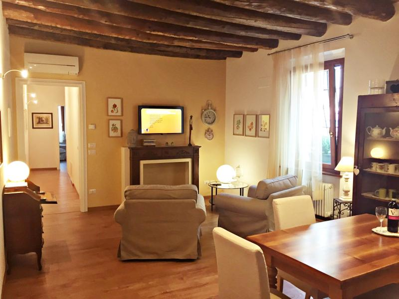 WALLACE LUXURY HOME, vacation rental in San Massimo