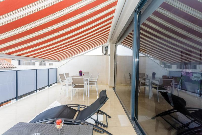 Ático duplex nuevo en zona Llandells, vacation rental in Peniscola