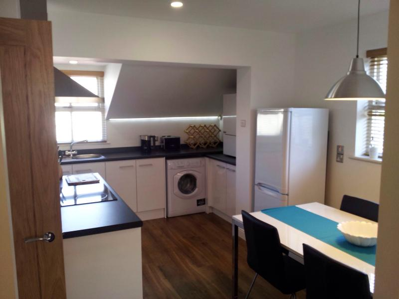 Modern fully equipped kitchen - seating for 4.