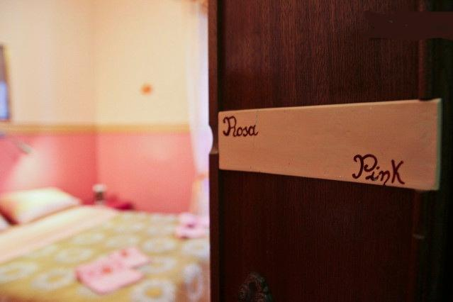 Double room - shared bathroom ( NO PRIVATE BATH )- free wi fi - breakfast included in the room