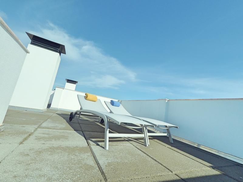 Top floor sun lounge area