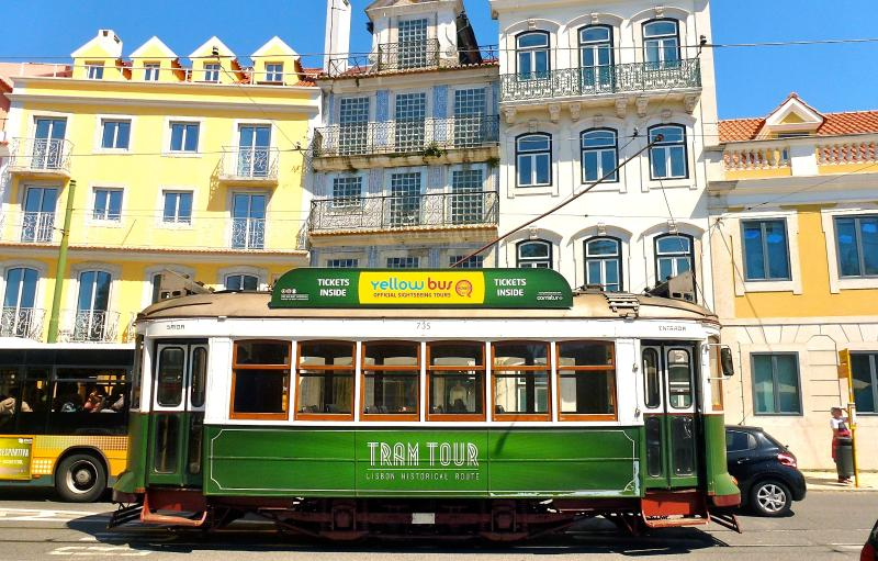 The 3 Sisters Lisbon :: surroundings -  Príncipe real tram