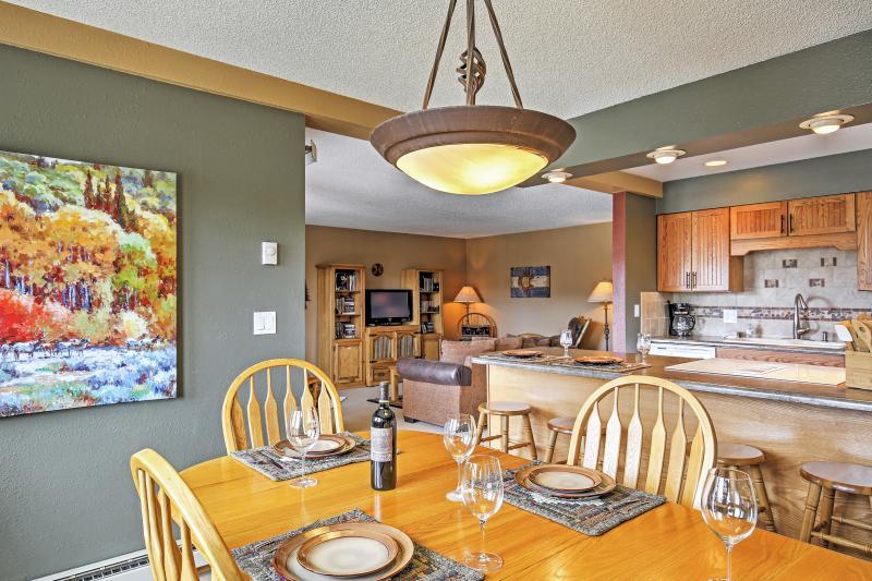 La cocina se abre a la zona de comedor, perfecto para el entretenimiento.