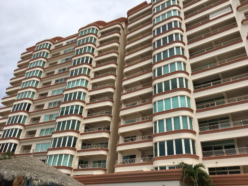 3 BR/3 BA Premier Beachfront Paraiso Costa Bonita, vacation rental in Mazatlan