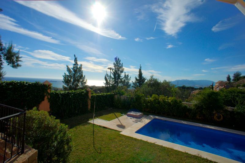 Casa con piscina y magnífica vista con A.A. y wifi - OZONO DESINFECCION, holiday rental in El Chorro