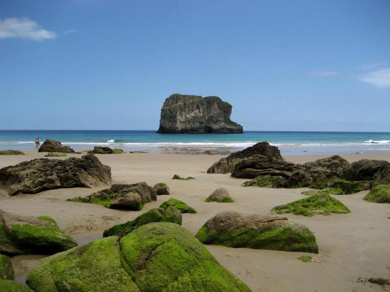 Playa de Ballota, Llanes a 15 minutos en coche de Colombres