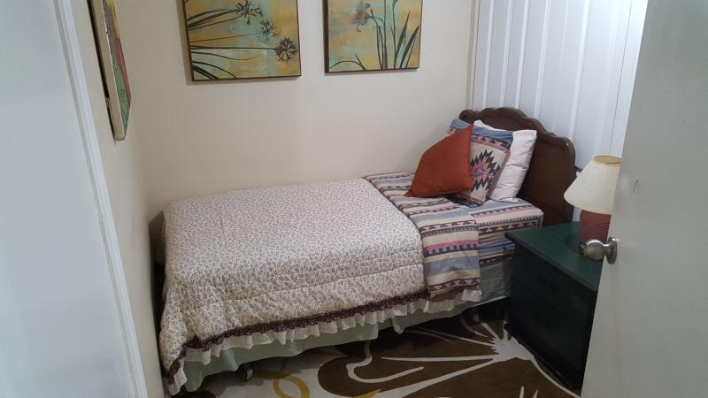 2nd bedroom( twin bed)