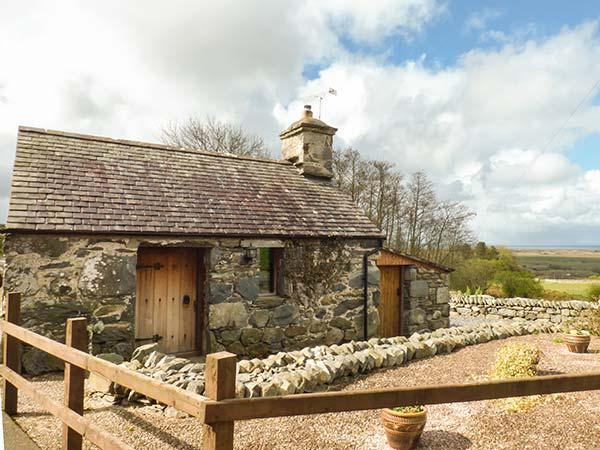 Y BECWS barn conversion, romantic, original features, close to beach and, location de vacances à Llanbedr
