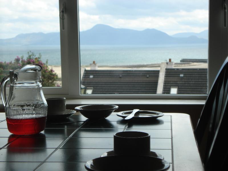 Disfrutar de desayuno con este punto de vista de la casa