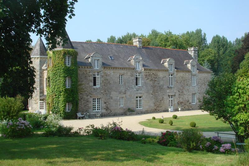 ABBAYE DE TREGOUET, holiday rental in Yvignac-la-Tour