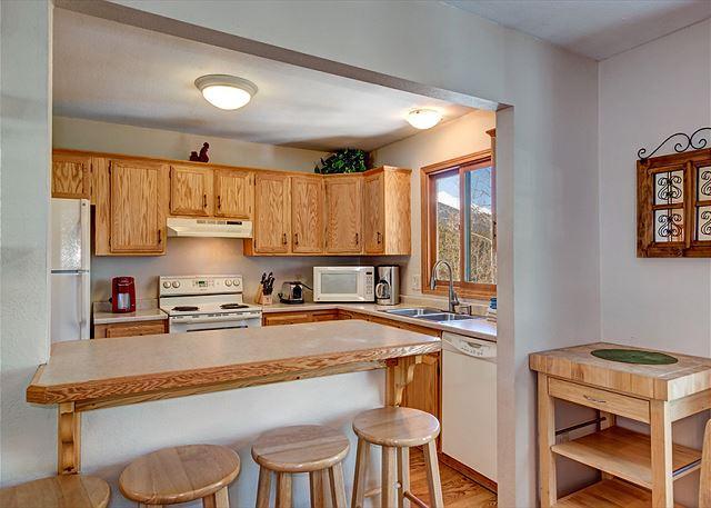 Peak 7 Hideaway Breakfast Bar Breckenridge Lodging Vacation Rent