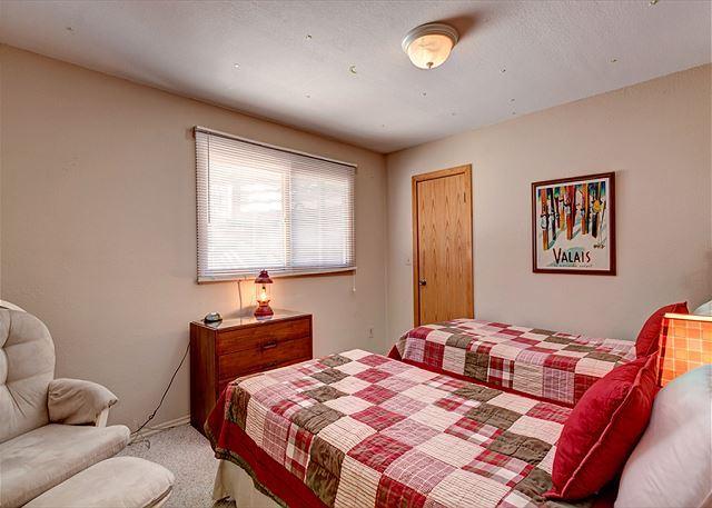 Peak 7 Hideaway Twin Bedroom Breckenridge Lodging Vacation Renta