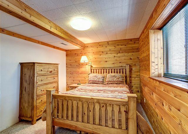 Peak 7 Hideaway Queen Bedroom Breckenridge Lodging Vacation Rent