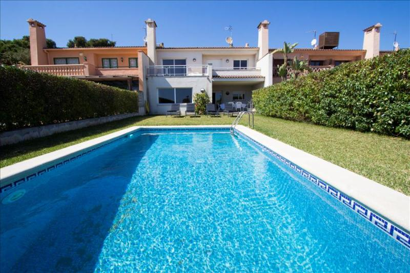 Catalunya Casas: Spacious Villa Roda de Bará, just 100 meters to the beach!, holiday rental in Roda de Bara
