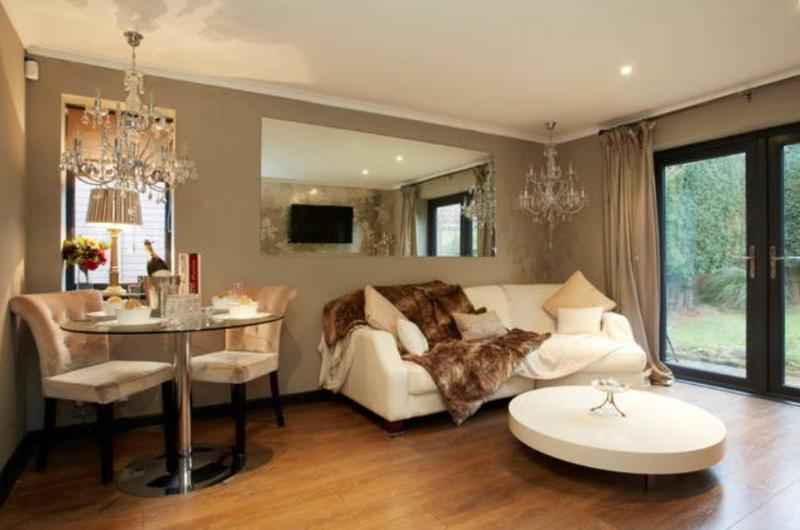 Pearl Cottage Leeds Privately Gated Home by Haute Monde Homes, aluguéis de temporada em Leeds
