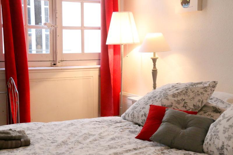 The quiet bedrooms open onto an internal atrium