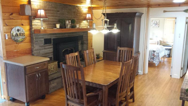 Lake Wallenpaupack Lakeview Retreat, holiday rental in Honesdale
